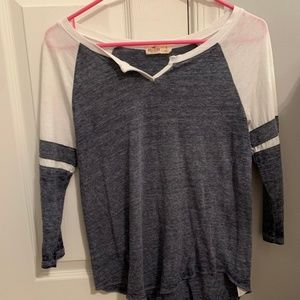 Hollister quarter length shirt